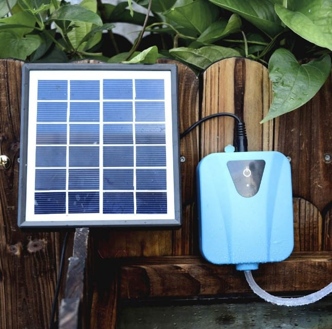 solar powered pond aerator close up view wit panel