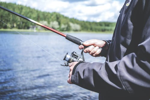 Considerations for choosing the right fishing rod for angler enthusiasts